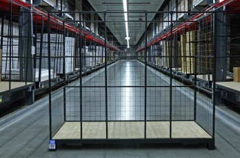 Steel Constructions supplies cage units for Leen Bakker warehouse